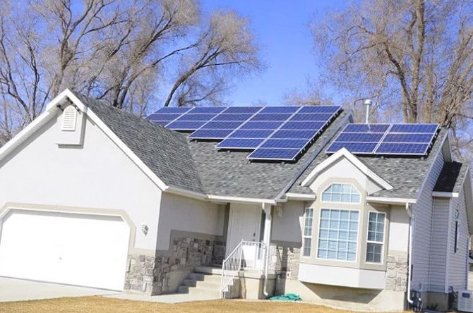 Instalación de placas solares en Oliva