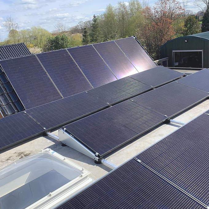 Intsalación de placas solares en Paiporta